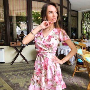 Заказать розовое женское с поясом платье мини в цветочный принт на запах в Украине