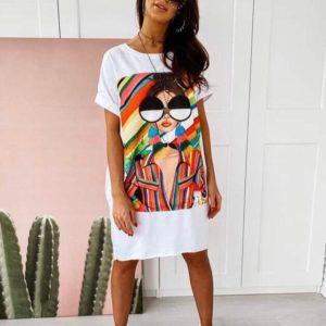 Заказать белое женское трикотажное платье свободного кроя с ярким принтом (размер 42-50) дешево