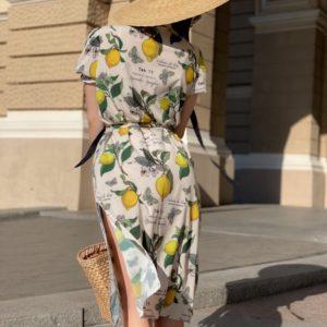 Заказать женское платье с принтом лимоны белого цвета с разрезами по бокам выгодно