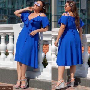 Заказать женское платье миди на запах синего цвета с открытыми плечами (размер 48-52) на лето по скидке
