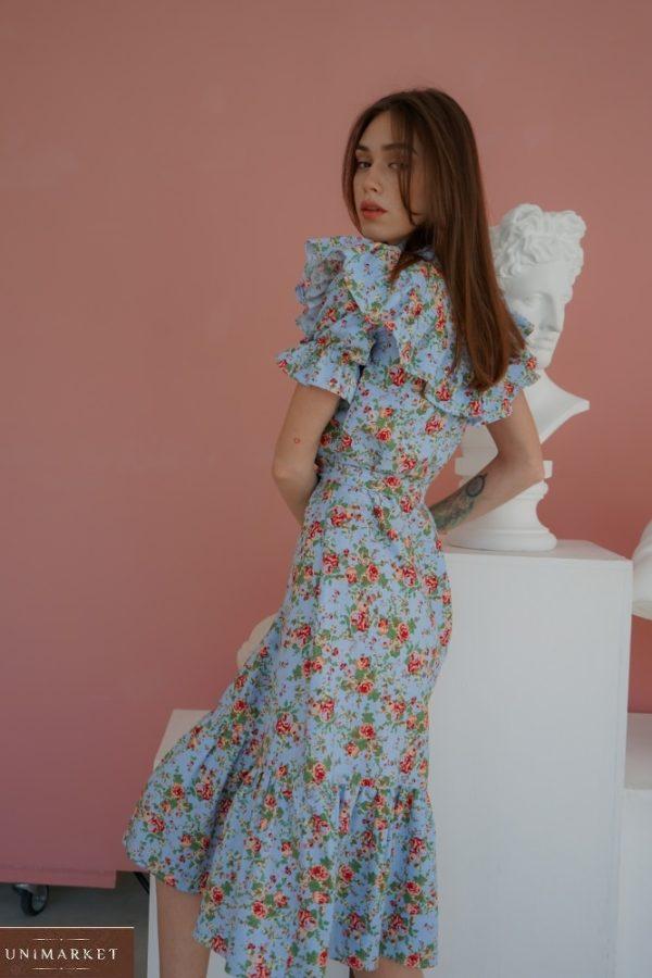 Купить голубое закрытое платье из льна для женщин с рюшами в цветочный принт (размер 42-58) по скидке