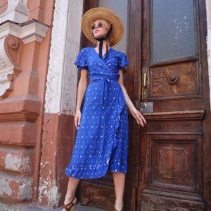 Купить яркое синее платье на лето на запах из штапеля для женщин с пышными рукавами (размер 42-54) выгодно