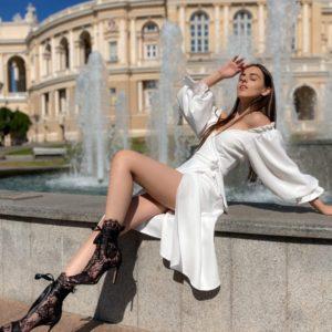 Купить платье женское миди на запах с длинными пышными рукавами на лето белое (размер 42-50)