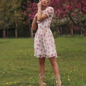 Купить женское шифоновое платье в цветочный принт с рукавами-фонариками белого цвета по низким ценам