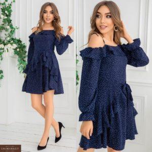 Купить темно-синего цвета с рюшами платье с открытыми плечами для женщин в горошек (размер 42-48) онлайн