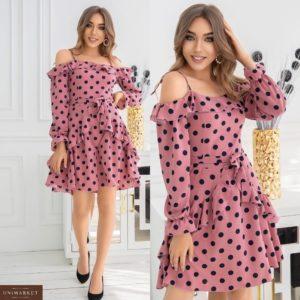 Заказать женское розовое платье с рюшами с открытыми плечами в горошек (размер 42-48) по скидке