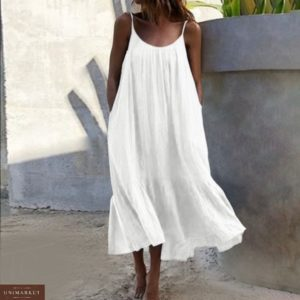 Заказать белого цвета oversize сарафан из жатки на бретельках для женщин (размер 42-52) по скидке