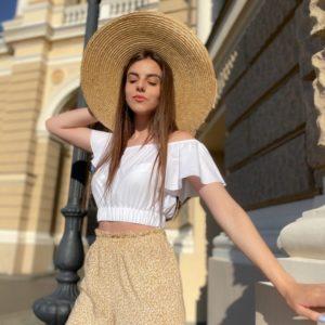 Купить на резинке женскую с нежными рукавами белую блузку недорого