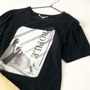 Купить женскую черную футболку с черно-белым принтом онлайн