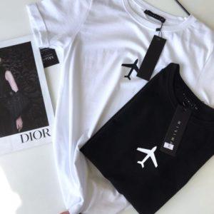 Купить черную, белую женскую футболку из коттона с принтом самолет по скидке
