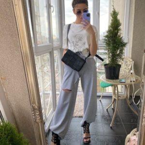 Купить женские трикотажные серые штаны клеш с разрезом на колене онлайн