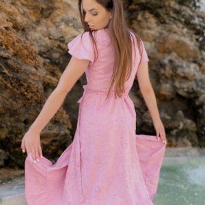 Купити рожеве жіноче лляне плаття на запах з поясом і оборками (розмір 42-50) онлайн