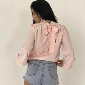 Купити рожеву жіночу закриту блузку з довгим рукавом і бантом ззаду вигідно