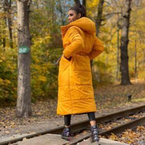 Купить горчица/черный двухстороннюю длинную куртку для женщин с поясом (размер 42-58) дешево