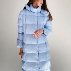 Приобрести голубой удлиненный пуховик с капюшоном и поясом (размер 42-48) женский выгодно
