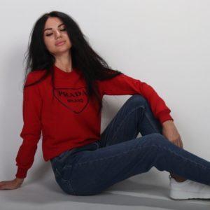 Заказать темно-красный свитшот с надписью Prada для женщин по низким ценам