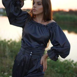 Заказать черного цвета женскую двухстороннюю блузку в полоску из шелка-атласа (размер 42-58) онлайн