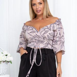 Купити жіночу кольору пудра блузку з відкритими плечима з принтом листя (розмір 42-54) за низькими цінами