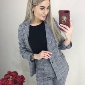 Купить клетчатый серый женский брючный костюм с пиджаком онлайн
