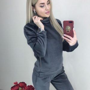 Заказать серый женский велюровый костюм под шею с карманами онлайн
