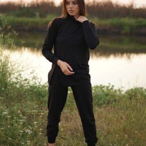 Приобрести женский черный прогулочный костюм с гольфом по скидке