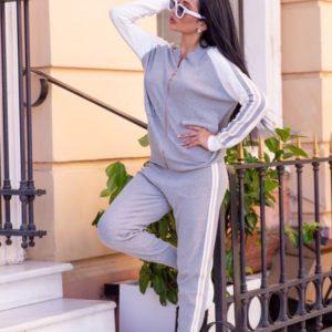Купить женский вязаный серый спортивный костюм с кофтой на змейке онлайн