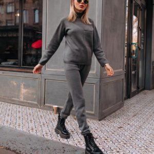 Заказать цельновязаный бесшовный костюм с итальянской пряжи без единого шва по скидке серый женский дешево