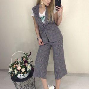 Заказать серого цвета женский Клетчатый костюм с подкладкой: брюки кюлоты+жилетка выгодно