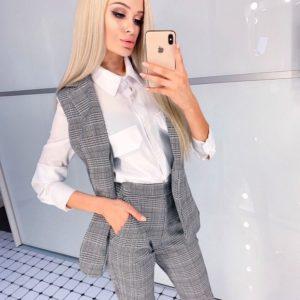 Заказать серого цвета женский Костюм в клетку с жилеткой и зауженными брюками в Украине
