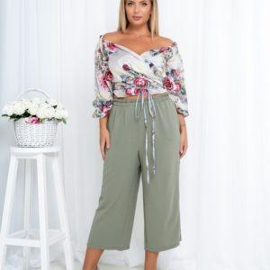 Заказать цвета хаки/серый летний костюм: топ с открытыми плечами+укороченные брюки (размер 42-52) для женщин по скидке