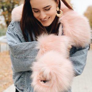Купить голубую с розовым женскую теплую джинсовку оверсайз с мехом выгодно