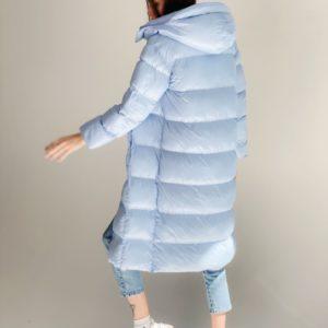 Купить голубого цвета женский удлиненный пуховик с капюшоном и поясом (размер 42-48) по низким ценам