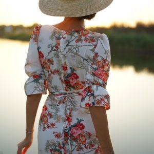 Заказать женское Приталенное платье миди с цветочным принтом и разрезом для женщин (размер 42-56) дешево