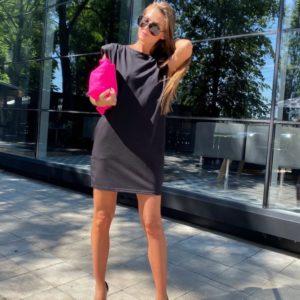Заказать черного цвета трикотажное платье с подплечниками дешево