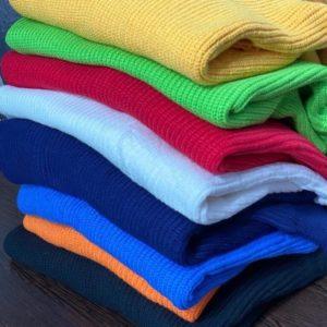 Приобрести синий, темно-синий, электрик, желтый, белый, оранж, красный, зеленый Укороченный вязаный свитер с разрезами на плечах для женщин недорого