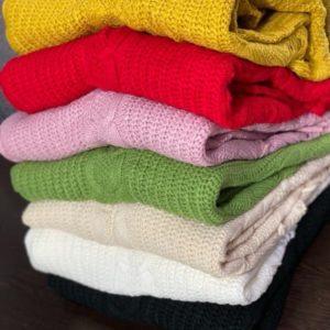 Купить желтый, красный, розовый, зеленый. беж, черный короткий оверсайз свитер с завязками сбоку для женщин по низким ценам