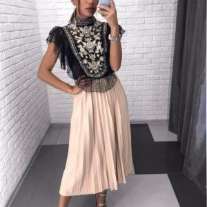 Купити чорну блузу з вишивкою в стилі етно для жінок вигідно