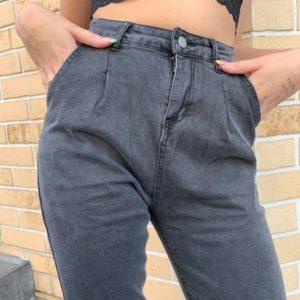 Заказать женские серые короткие джинсы Мом с защипами (размер 42-48) онлайн