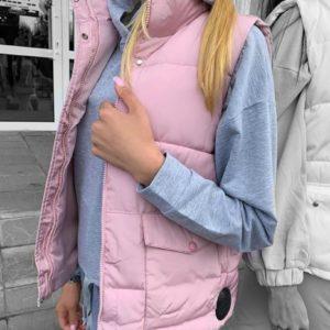 Купить розовую теплую женскую жилетку на змейке с карманами пудра по скидке