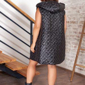 Заказать женскую черного цвета стеганую удлиненную жилетку с капюшоном (размер 42-56) в интернете