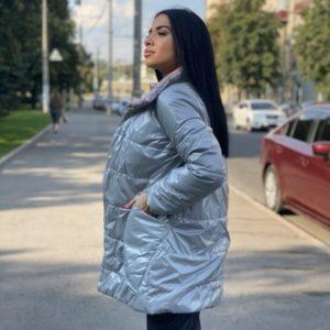 Заказать серую двухстороннюю куртку на заклепках онлайн для женщин