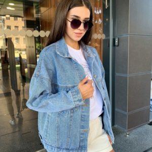 Придбати жіночу джинсовку з вишитим написом на спині блакитного кольору недорого