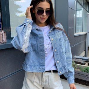 Замовити блакитну жіночу коротку джинсову куртку з мереживною вставкою онлайн