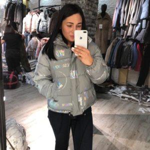 Заказать женскую серую короткую светоотражающую куртку онлайн