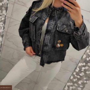 Купити сіру жіночу джинсову куртку з необробленими краями по знижці