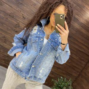 Придбати блакитного кольору джинсову куртку з перлами і заклепками недорого для жінок