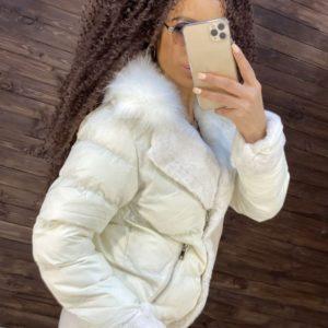 Купиьь белую осеннюю матовую куртку с плюшем и мехом для женщин недорого