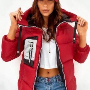 Приобрести красную куртку с капюшоном на змейке из плащевки лаке (размер 42-48) для женщин недорого