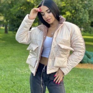 Приобрести беж/мокко женскую двухстороннюю короткую куртку с накладными карманами выгодно