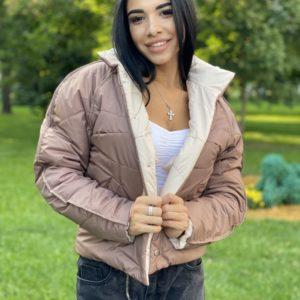 Купить мокко женскую двухстороннюю короткую куртку с накладными карманами на осень по низким ценам